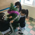 N5 Decorating the Christmas Tree